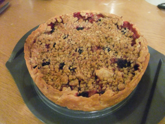 Blackberry and Apple Crumbpie